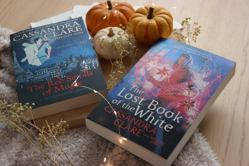 The Red Scrolls of Magic en The Lost Book of the White van Cassandra Clare.
