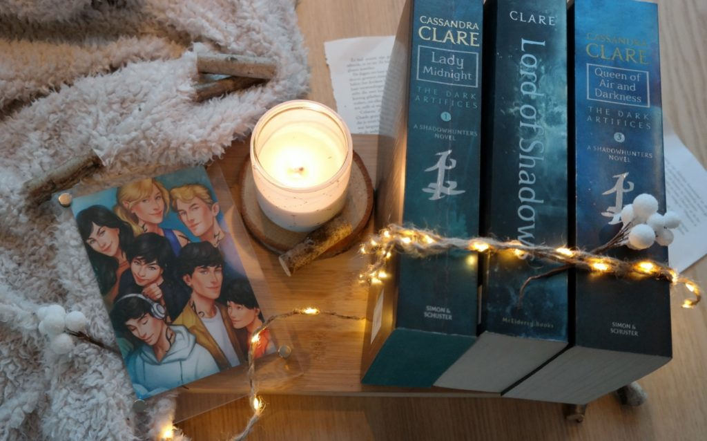 Lady Midnight, Lord of Shadow en Queen of Air and Darkness van Cassandra Clare.